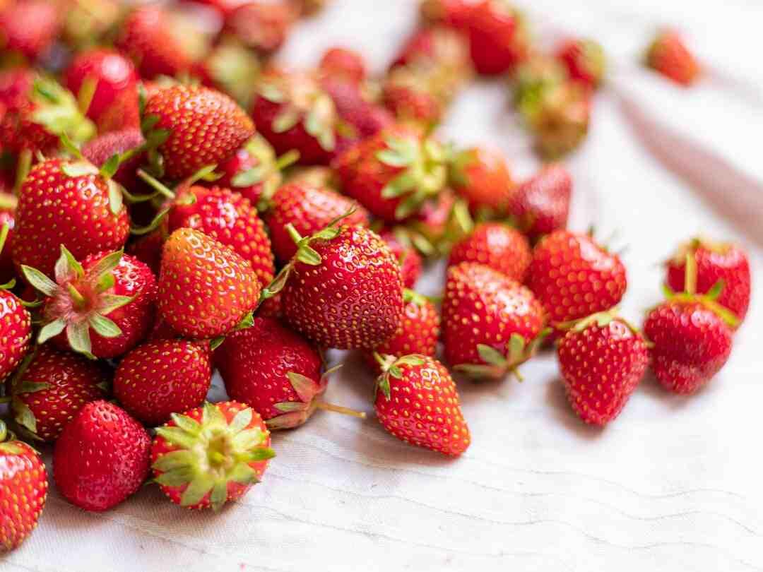 Comment équeuter des fraises