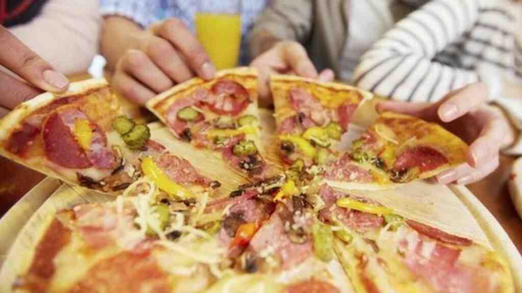 Comment manger une pizza
