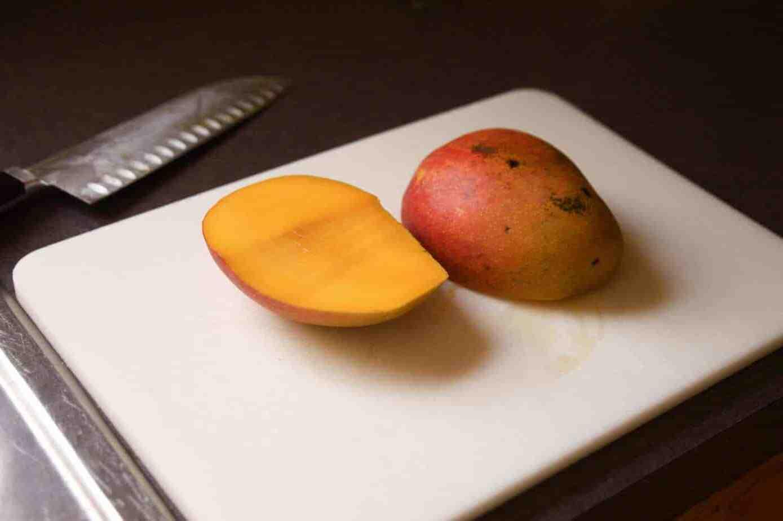 Comment peler une mangue